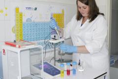 Measuring pH using acidic/basic solutions (M.Sc. Ľudmila Juhásová)
